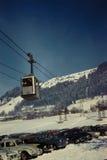 葡萄酒20世纪60年代滑雪电缆车在奥地利 免版税图库摄影