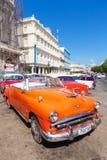 葡萄酒经典美国汽车在哈瓦那旧城 库存图片