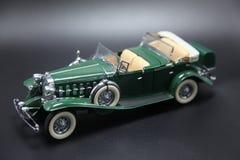 葡萄酒1950年` s绿色跑车模型 免版税库存图片