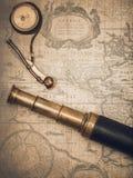 葡萄酒水手长的小望远镜和口哨 库存照片