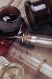 葡萄酒玻璃注射器和瓶 库存图片