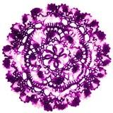葡萄酒紫色被编织的餐巾 库存照片