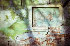 葡萄酒绿色水泥砖墙背景 免版税库存照片