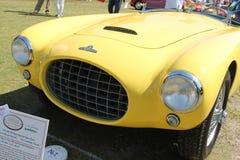 葡萄酒黄色sportscar前面细节 免版税图库摄影