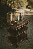 葡萄酒黄铜和金蜡烛 库存图片