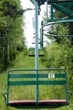 葡萄酒滑雪电缆车在夏天 免版税库存图片