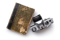 葡萄酒35mm影片照相机和旧书 库存照片