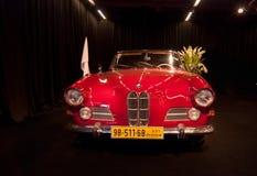 葡萄酒BMW 503敞蓬车提出了在特拉维夫汽车展示会 库存图片