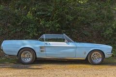 葡萄酒Ford Mustang敞篷车 免版税库存图片
