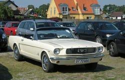 葡萄酒Ford Mustang汽车 库存图片