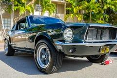 葡萄酒Ford Mustang 免版税库存图片