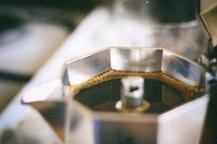 葡萄酒moka罐咖啡 免版税库存图片