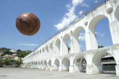 葡萄酒Socccer球橄榄球Lapa里约热内卢巴西 库存照片