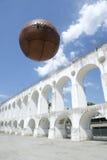 葡萄酒Socccer球橄榄球Lapa里约热内卢巴西 免版税图库摄影