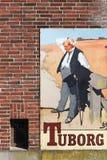 葡萄酒Tuborg在墙壁上的啤酒广告 库存照片