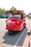 葡萄酒Tuk Tuk出租汽车在阿尤特拉利夫雷斯历史公园 传统三在阿尤特拉利夫雷斯,泰国转动出租汽车汽车 免版税库存照片