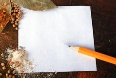 董事会剪切附注加香料木头 免版税库存照片