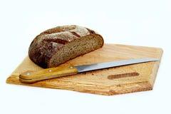 董事会面包剪切仍然生活黑麦 库存照片