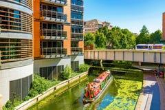 董事有小船的公园运河 免版税图库摄影