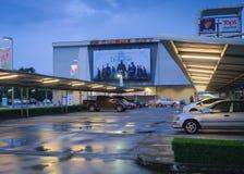 董里,泰国–2018年10月11日:SF戏院城市剧院入口方式和显示意想不到的野兽:罪行  库存图片