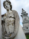 葬礼雕塑在公墓 图库摄影