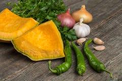 葱、南瓜、大蒜、胡椒、香菜和荷兰芹在老 库存图片