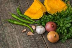 葱、南瓜、大蒜、胡椒、香菜和荷兰芹在老 库存照片