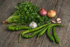 葱、玉米、大蒜、胡椒、香菜和荷兰芹在老求爱 图库摄影