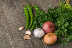 葱、玉米、大蒜、胡椒、香菜和荷兰芹在老求爱 库存照片