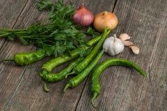 葱、玉米、大蒜、胡椒、香菜和荷兰芹在老求爱 库存图片