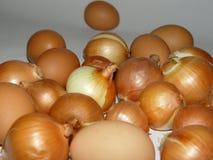葱和鸡蛋 免版税库存照片