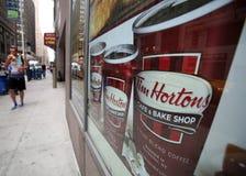 蒂姆・霍顿斯咖啡和油炸圈饼 库存图片
