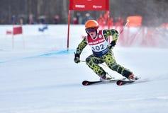 蒂娜萨顿纪念品-障碍滑雪滑雪竞争 库存照片