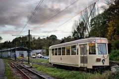 蒂安- 10月30 :老遗产路面电车电车轨道 库存图片