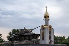 蒂拉斯波尔, TRANSNITRIA摩尔多瓦- 2016年8月12日:使用在坦克纪念碑的小女孩被架设纪念1992年Transn 库存图片