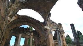 蒂沃利别墅艾德里安娜无屋顶罗马寺庙盛大Thermae或格兰迪Hadrians别墅的Terme没有天花板在罗马拉齐奥- 股票录像