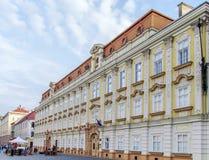 蒂米什瓦拉,罗马尼亚, 10月15日2015 Unirii广场的巴落克式样宫殿在蒂米什瓦拉,罗马尼亚 免版税库存图片