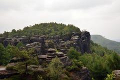蒂萨围住-岩石环境美化- Tiské ny stÄ的› 免版税库存照片