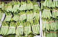 蒋酱之叶叶子在缅甸的一个市场上 库存图片
