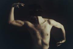 蒙住眼睛的人裸体纵向年轻人 库存照片