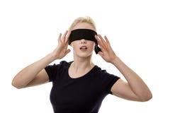 蒙住眼睛的妇女 免版税库存图片