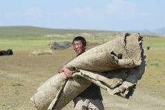 蒙古人运载大约Harhorin,蒙古的毛毡 免版税库存图片