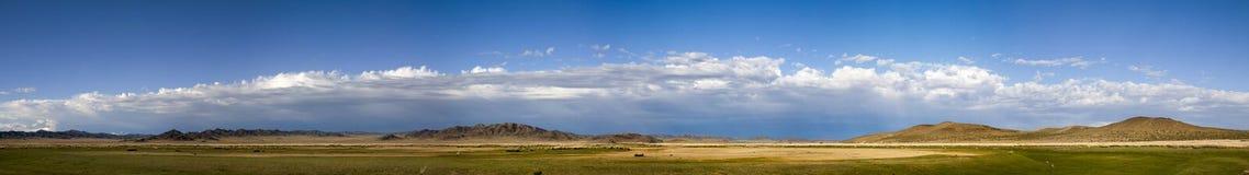 蒙古干草原风景全景 免版税库存图片