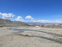 蒙古绵羊-传统生活方式和风景在西部蒙古 免版税库存图片