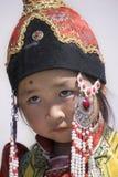 蒙古语传统衣裳的一个小女孩  免版税库存图片