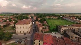 蒙塔尼亚纳,意大利- 2018年8月24日:城市堡垒的全景从塔的 股票录像