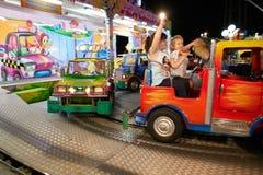蒙塔尼亚纳,意大利- 2017年7月14日:孩子在游乐园乘坐 免版税库存图片