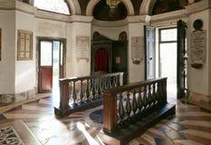 蒙塞利切,意大利- 2017年7月13日:别墅Dudo和圣乔治教会  内部 免版税库存照片