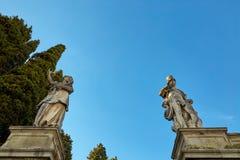 蒙塞利切,意大利- 2017年7月13日:别墅Dudo 在入口门小组的雕象 图库摄影