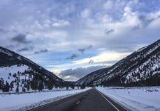 蒙大拿冬天高速公路 免版税库存照片